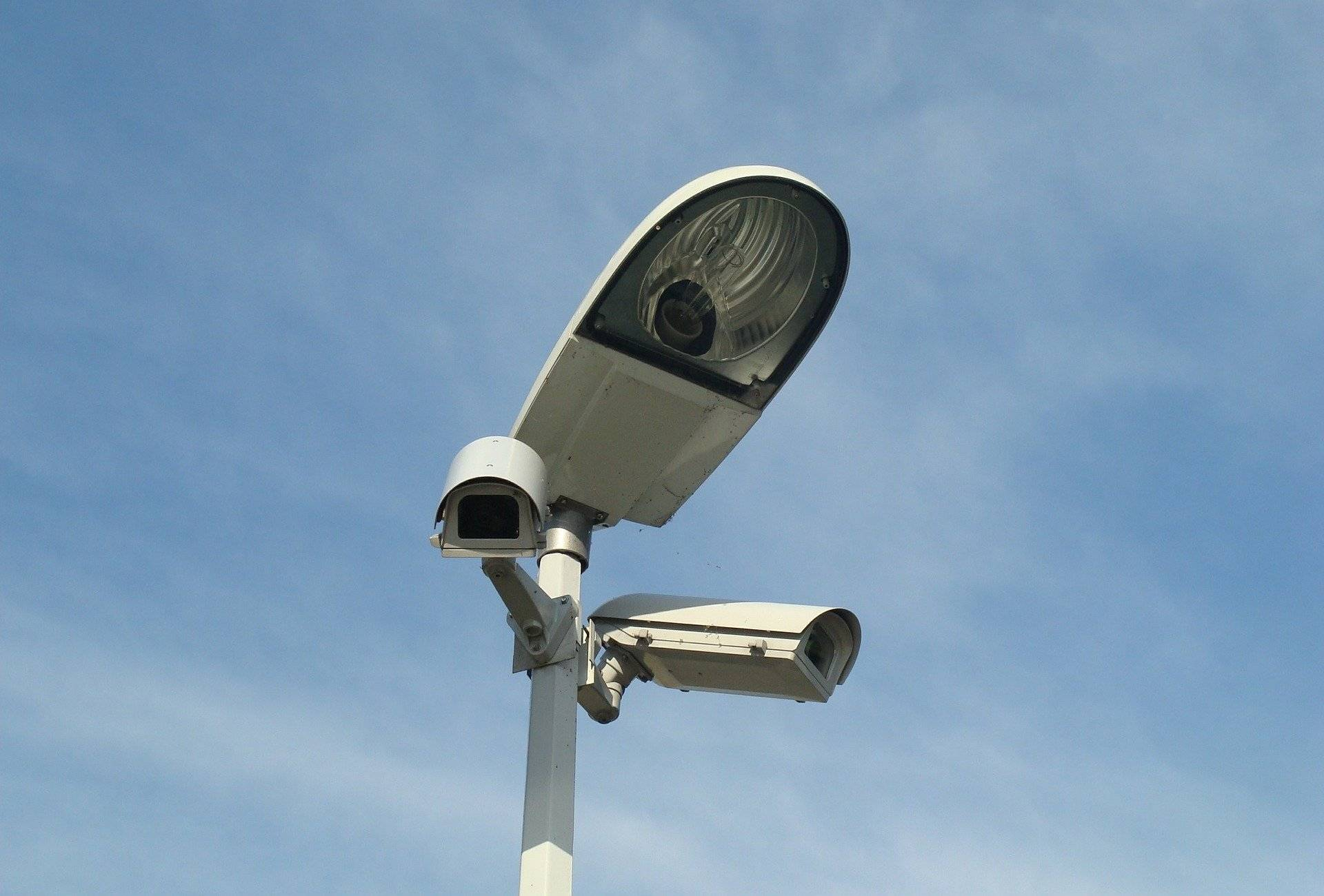 grafika systemy monitoringu kamera na latarni