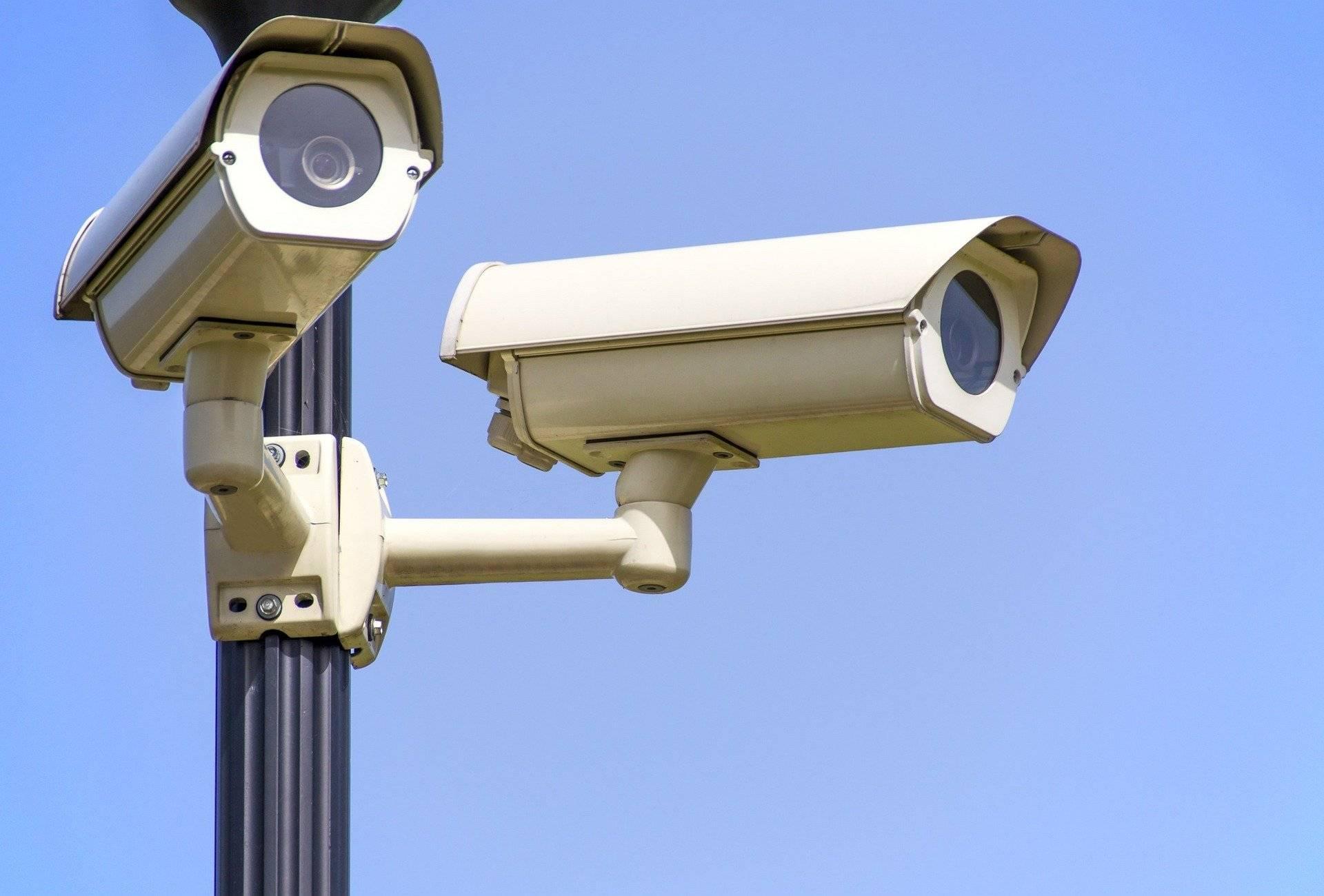 grafika systemy monitoringu kamera na słupie